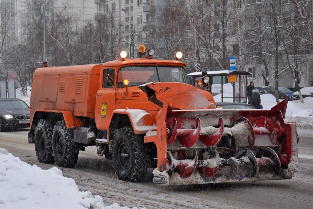 Самый распространённый в России снегоуборочный автомобиль на базе ЗИЛа